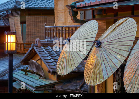 Traditional street scene in the old Sannen Zaka area of Kyoto, Japan - Stock Photo