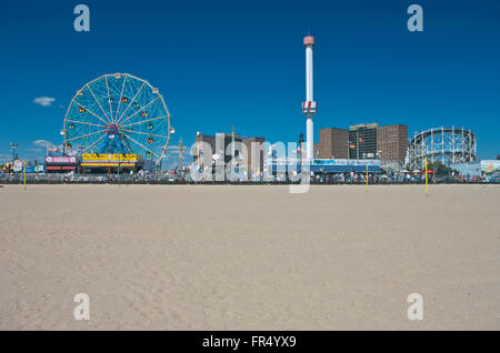 SKYLINE CONEY ISLAND AMUSEMENT PARKS BROOKLYN NEW YORK CITY USA - Stock Photo