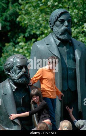 das Marx-Engels-Denkmal in Berlin-Mitte.