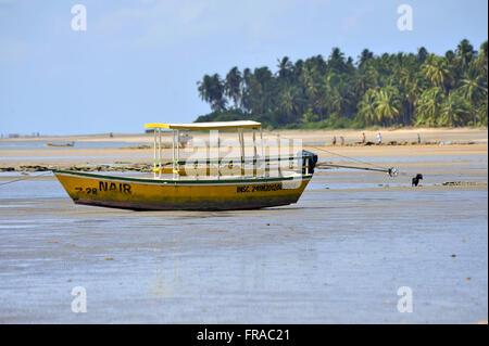 Barco de pescador atracado na Praia de Japaratinga - Stock Photo