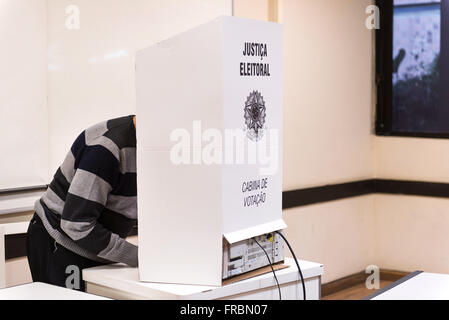 Voter electronic voting in urn at PUC-Rio - Elections 2014 - Stock Photo