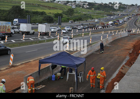 Congestion and road works in SP Dom Pedro I-065 - Stock Photo