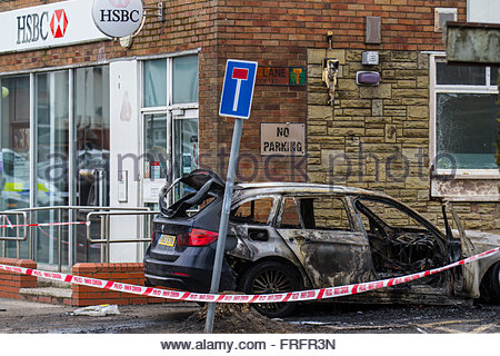 Burnt out vehicle an Police Inner Cordon Tape in Tarleton, Lancashire, UK 22nd March, 2016.  HSBC raid in Hesketh - Stock Photo