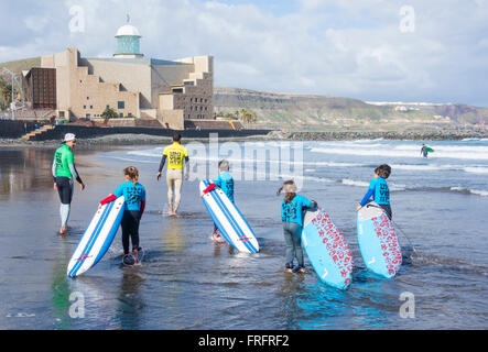 Young children at Surf school at La Cicer on Las Canteras beach in Las Palmas, Gran Canaria, Canary Islands, Spain - Stock Photo