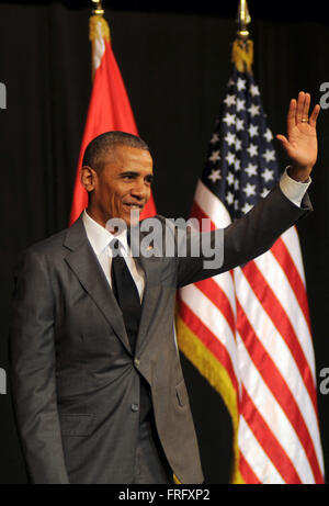 Havana, Cuba. 22nd Mar, 2016. U.S. President Barack Obama waves to the audience during his speech at the Grand Theatre - Stock Photo