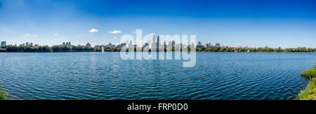 Jacqueline Kennedy Onassis Reservoir  (Central Park Reservoir) Central Park, New York City, USA. - Stock Photo
