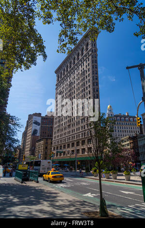NEW YORK CITY - AUGUST 30, 2014: Flatiron building facade with traffic in the street - Stock Photo