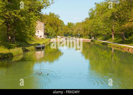 Lock on the Canal de Montech, Houseboat, Dept. Tarn-et-Garonne, Region Aquitaine, France, Europe - Stock Photo