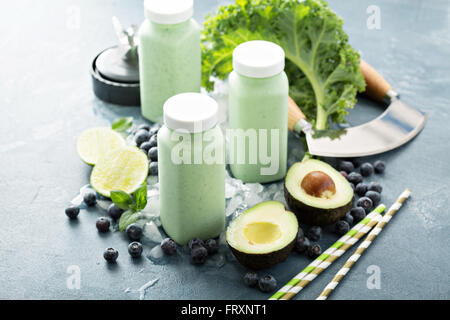 Green smoothies in small bottles to go - Stock Photo
