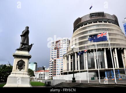 Wellington. 24th Mar, 2016. Photo taken on March 24, 2016 shows New Zealand's current national flag in front of - Stock Photo