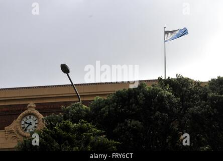 Wellington. 24th Mar, 2016. Photo taken on March 24, 2016 shows New Zealand's alternative national flag at the railway - Stock Photo