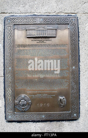 bronze plaque commemorating the proclamation of independence posted during the easter rising dublin Ireland in the - Stock Photo