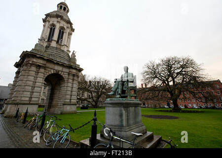 Statue of former provost George Salmon (by John Hughes) and the Campanile at Trinity College in Dublin, Ireland - Stock Photo