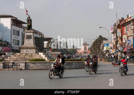 Nepal, Kathmandu.  Durbar Marg Street.  Narayanhiti Royal Palace (now museum) in background, King Mahendra Statue - Stock Photo