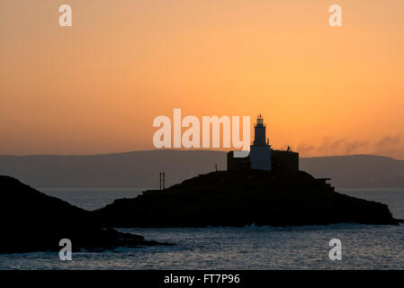 Just before sunrise at Mumbles lighthouse, Bracelet Bay, Wales, UK. - Stock Photo
