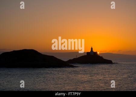 Sunrise at Mumbles lighthouse, Bracelet Bay, Wales, UK. - Stock Photo