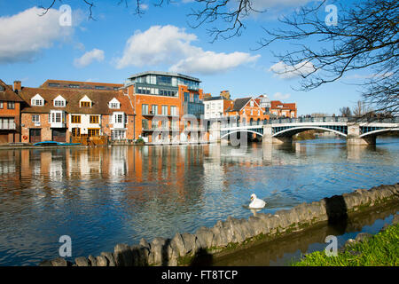 Windsor, Berkshire, England. The River Thames in flood, threatening to overtop the Eton waterfront. - Stock Photo