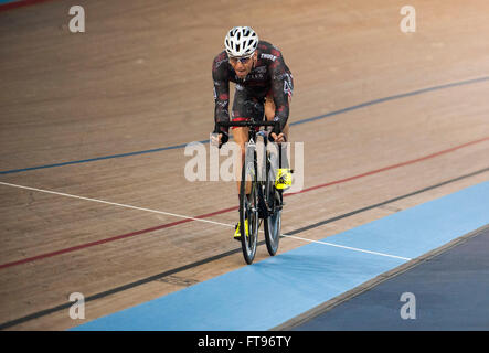 Queen Elizabeth Olympic Park, London, UK. 25th March, 2016. Hans Pirius [GER] wins The Golden Wheel Scratch Race - Stock Photo