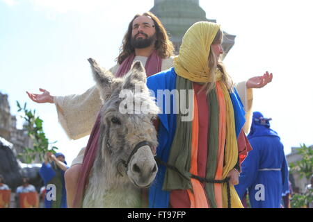 London, UK. 25th March, 2016. The Wintershall Good Friday Passion of Jesus, in Trafalgar Square, London, UK Credit: - Stock Photo