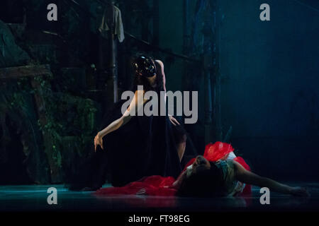 London, UK. 25th March, 2016. balletLORENT performs Snow White at Sadler's Wells as part of Family Weekend on 15 - Stock Photo