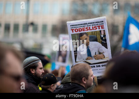 Munich, Germany. 26th March, 2016. 500 people rallied through Munich on the traditional easter-peace march. The - Stock Photo