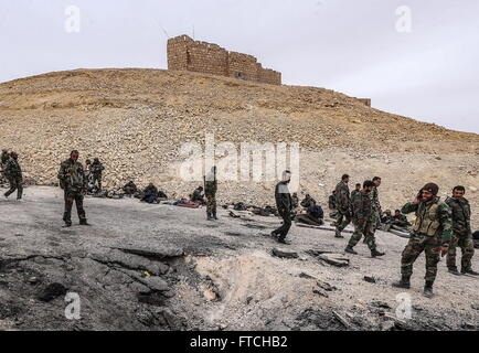 Palmyria, Syria. 26th Mar, 2016. Soldiers of the Syrian government army near Fakhr al-Din al-Maani Citadel in Palmyra, - Stock Photo