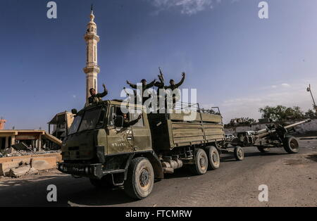 Palmyria, Syria. 26th Mar, 2016. Syran government army soldiers in Palmyra. On 27 March 2016 Palmyra was liberated - Stock Photo