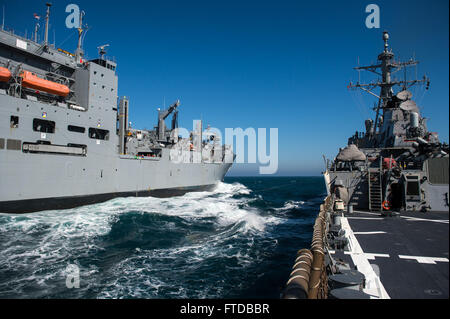 150408-N-JN664-047 ATLANTIC OCEAN (April 8, 2015) USS Donald Cook (DDG 75) conducts a replenishment-at-sea with - Stock Photo