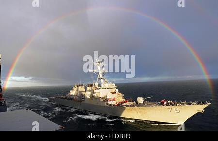 150415-N-ZZ999-001 ATLANTIC OCEAN (April 15, 2015) - The guided-missile destroyer USS Porter (DDG 78) pulls alongside - Stock Photo
