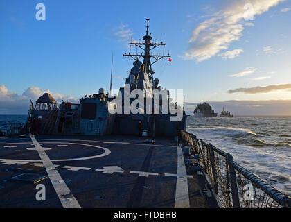 150415-N-UY653-114 ATLANTIC OCEAN (April 15, 2015) - The guided-missile destroyer USS Porter (DDG 78) pulls alongside - Stock Photo