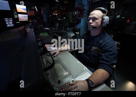 150918-N-XG464-375 ATLANTIC OCEAN (Sept. 18, 2015) - Lt. Robert Pryor, from Daytona Beach, Florida, systems test - Stock Photo