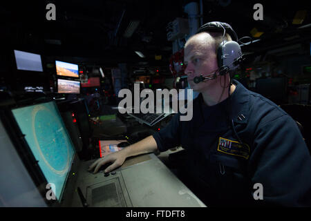 150918-N-XG464-360 ATLANTIC OCEAN (Sept. 18, 2015) - Lt. Robert Pryor, from Daytona Beach, Florida, systems test - Stock Photo