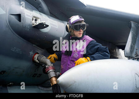 151016-N-GR361-063 ATLANTIC OCEAN (Oct. 16, 2015) Aviation Boatswain's Mate (Fuels) Airman Aponte Allan, from Virginia - Stock Photo
