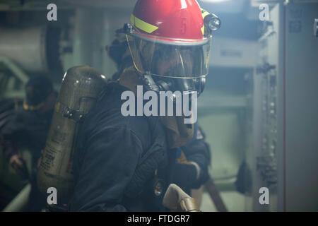 131008-N-UD469-204: MEDITERRANEAN SEA (Oct. 8, 2013) - Damage Controlman Fireman Jonathan Church mans the hose during - Stock Photo