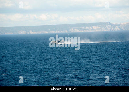 151020-N-GG458-251 ATLANTIC OCEAN (Oct. 20, 2015) A landing craft air cushion makes its way towards the amphibious - Stock Photo