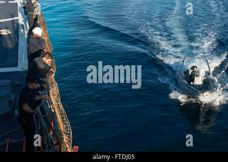 151113-N-TC720-155 SOUDA BAY, Greece (Nov. 13, 2015) A pilot boat from Souda Bay, Greece, comes alongside USS Donald - Stock Photo