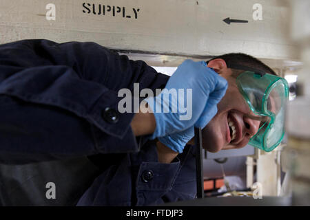 151211-N-FP878-072 AEGEAN SEA (Dec. 11, 2015) Gas Turbine Systems Technician (Mechanical) 3rd Class Andy Rodriguez, - Stock Photo