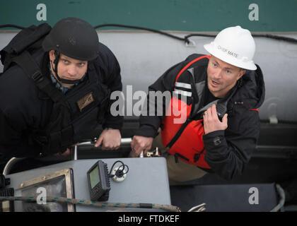 160121-N-WV703-085 ROTA, Spain (Jan. 21, 2016) Chief Mate Todd Kutkiewicz, right, a civil service mariner, and Boatswain's - Stock Photo