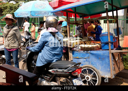 Street vendors and traffic in Siem Reap, Cambodia - Stock Photo