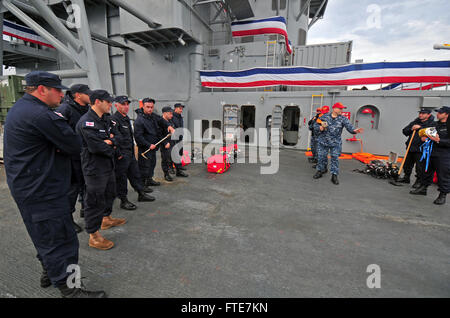 131112-N-PE825-051: BATUMI, Georgia (Nov. 12, 2013) – Georgian coast guardsmen get hands on damage control training - Stock Photo