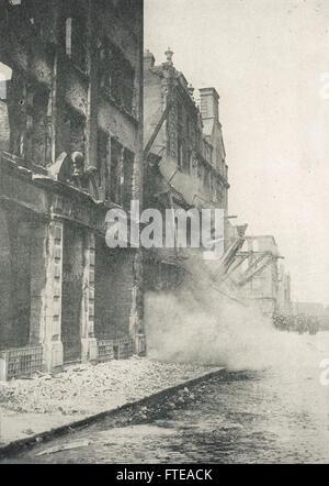 Building collapsing, Sackville St (now O'Connell Street) Easter uprising Dublin 1916 - Stock Photo