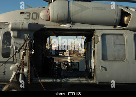 CONSTANTA, Romania (Oct. 20, 2014) – Personnel Specialist 2nd Class Jason Flores (left) and Information Systems - Stock Photo