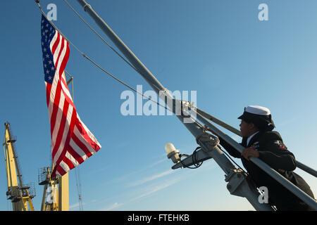 CONSTANTA, Romania (Oct. 20, 2014) – Ship Serviceman 3rd Class Christian Bennett secures the national ensign aboard - Stock Photo