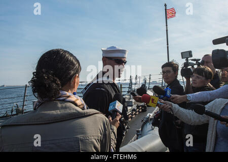 CONSTANTA, Romania (Oct. 22, 2014) – Civilian reporters interview Boatswain's Mate 2nd Class Alan Farthing aboard - Stock Photo