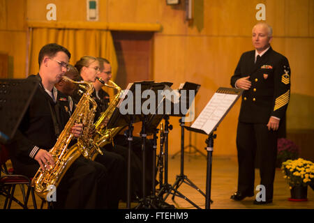 CONSTANTA, Romania (Oct. 22, 2014) - The U.S. Naval Forces Europe (NAVEUR) Band performs with the Romanian Naval - Stock Photo