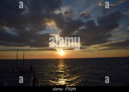 MEDITERRANEAN SEA (Sept. 8, 2015) USS Porter (DDG 78) transits the Mediterranean Sea Sept. 8, 2015. Porter, an Arleigh - Stock Photo