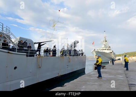 SOUDA BAY, Greece (Dec. 10, 2014) USS Leyte Gulf (CG-55) moors at Marathi NATO pier facility, ahead of HMCS Toronto - Stock Photo