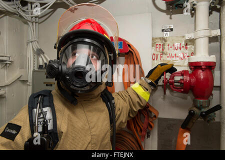 ATLANTIC OCEAN (Dec. 23, 2014) Hull Maintenance Technician Fireman Joseph Porter, from Allentown, Pennsylvania, - Stock Photo