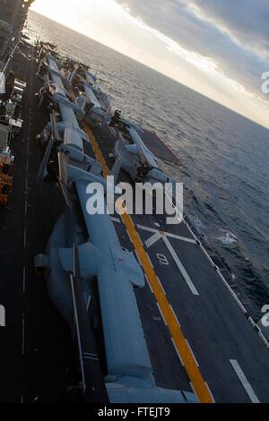 MEDITERRANEAN SEA (Dec. 28, 2014) MV-22 Ospreys from Marine Medium Tiltrotor Squadron 365 (Reinforced), 24th Marine - Stock Photo