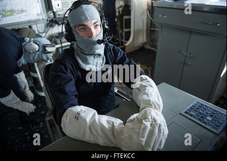 150120-N-JN664-065 MEDITERRANEAN SEA (Jan. 20, 2015) Operations Specialist 2nd Class Cody Campbell, from Albany, - Stock Photo